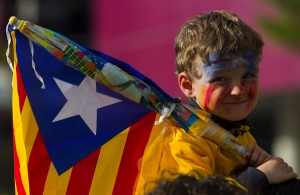 A young boy holding an Independentist Ca