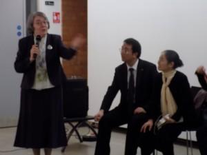 Ceili Dance teacher explaining steps